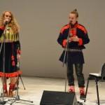 Eesti-saami juurtega Piibe Aikio vahendab Ailu Valle Inari saami keeles väljendatud mõtteid.