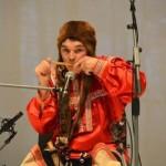 Jamaali-Neenetsi ringkonnas elav noor hant Valentin Valgamov laulab hantide traditsioonilisi laule. Kohalike põlisrahvaste kultuuri hea tundjana oskab ta laulda nii mansi, neenetsi kui ka sölkupi keeles.