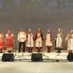 Pavel Kutergin ja kohalik udmurdi lauluansambel Ošmes.