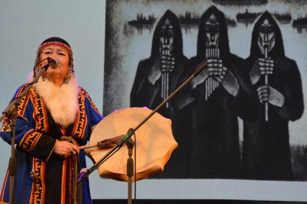 neenetsi naine laulab