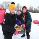 Ikõt, kokõt, kumõt - marid võistlesid püha puhul mängudes lumel