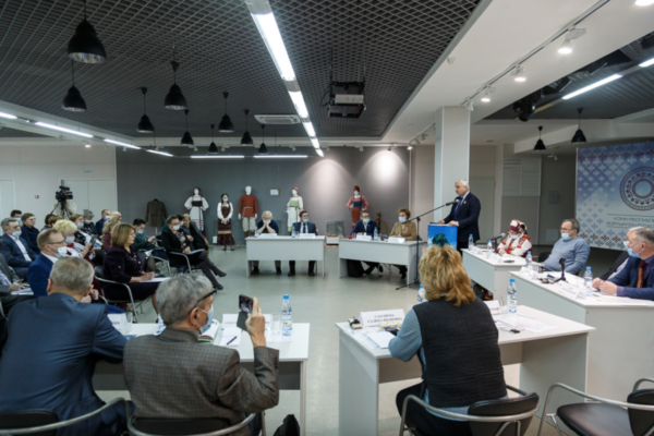 koosolekuruum, inimesed, kõnepult