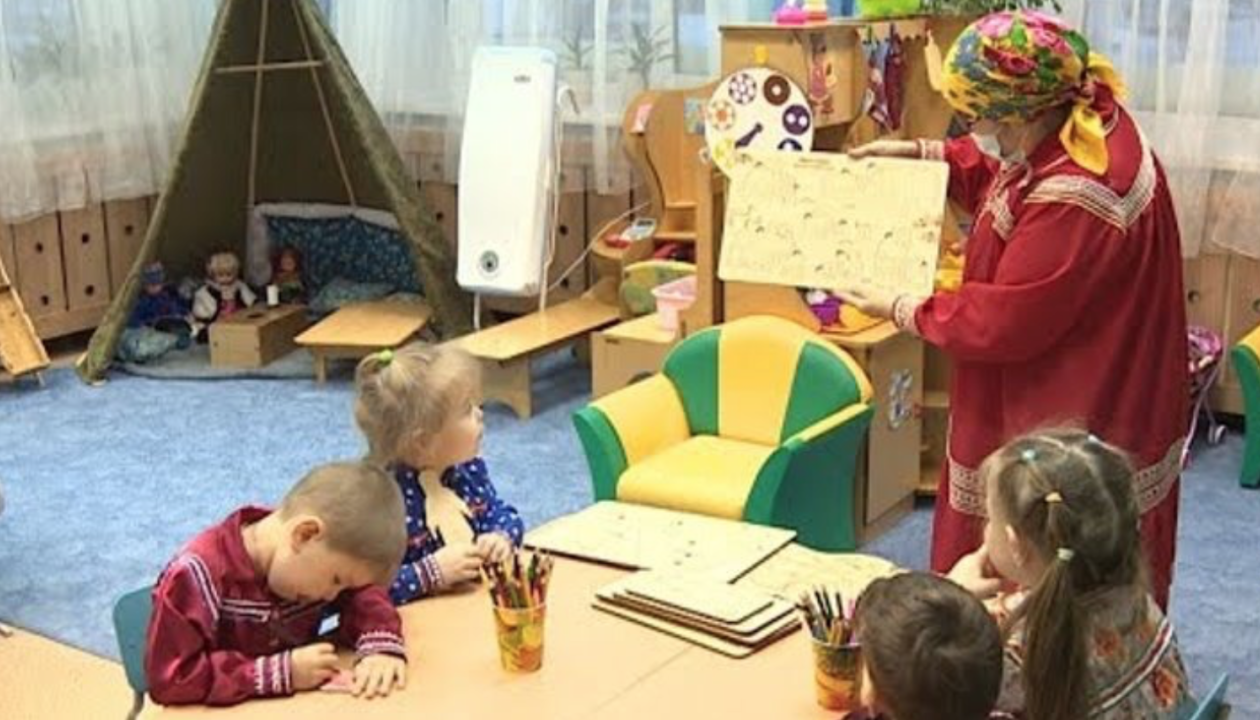 lapsed mängivad keelemängu