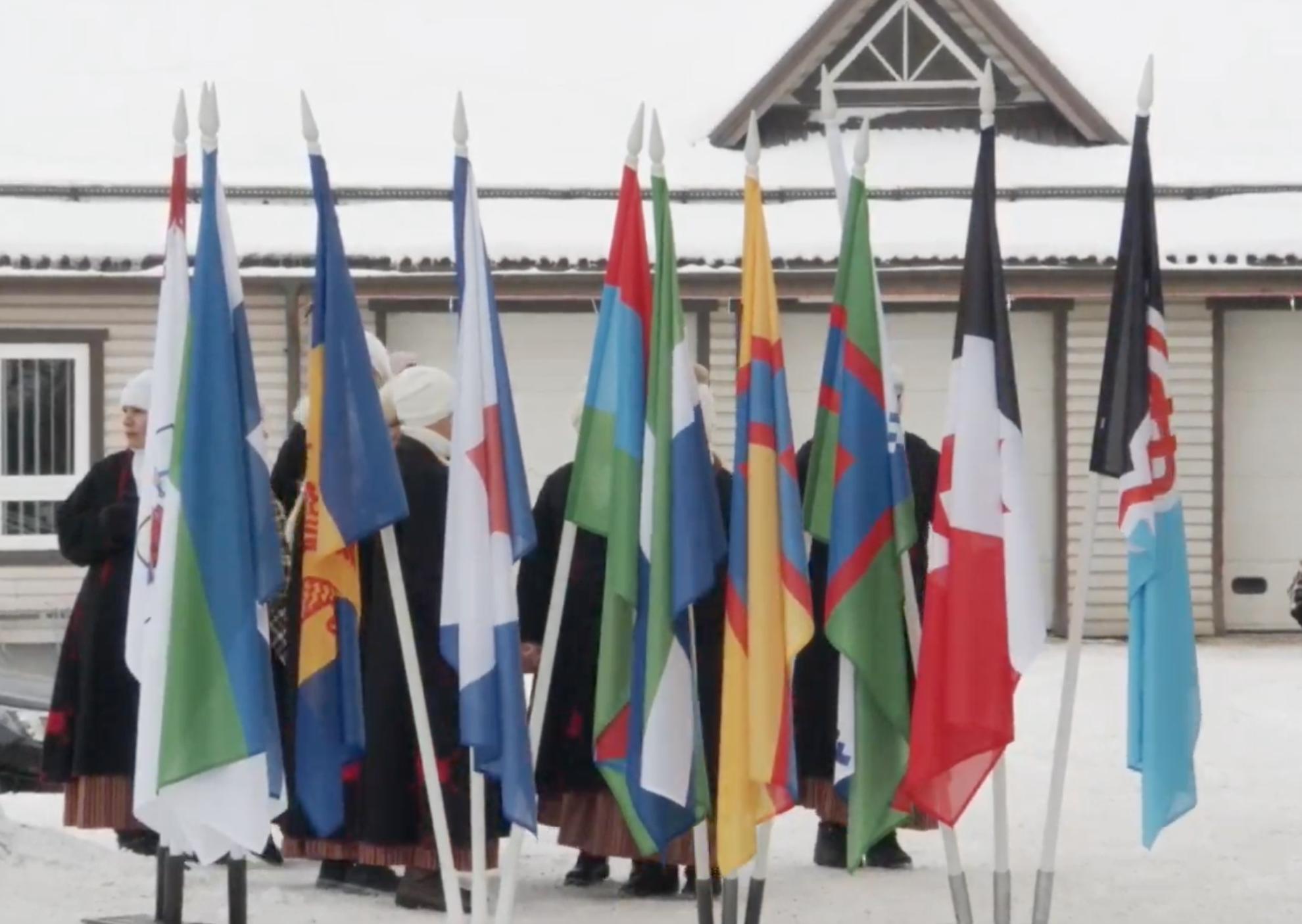 soome-ugri rahvaste lipud