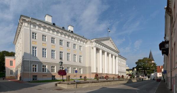 Tartu ülikooli peahoone aastal 2012