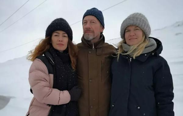 Fotograaf Meeri Koutaniemi ning näituse toimetajad Santeri Pakkanen ja Lea Pakkanen rändasid mööda Venemaa erinevaid piirkondi, et koguda materjali ingerlastest rääkiva näituse jaoks.Foto: Meeri Koutaniemi